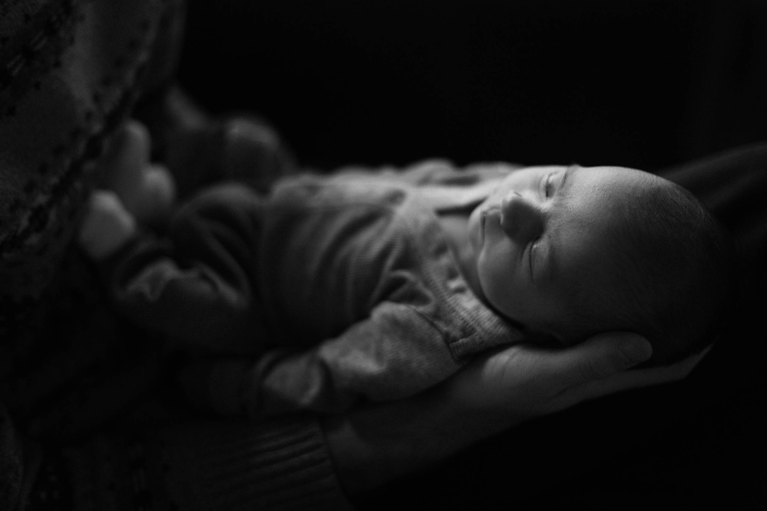 Ravenna Newborn Photos: Cozy at Home